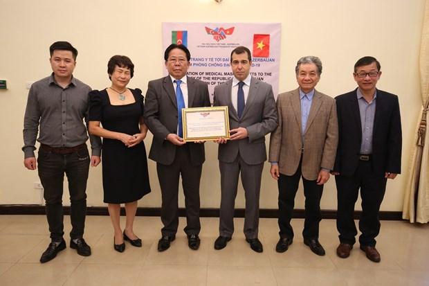 越南向阿塞拜疆人民捐赠1万只医用口罩 hinh anh 1