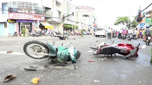 南方解放和五一国际劳动节假期第一天:交通事故致使14人死亡 hinh anh 1
