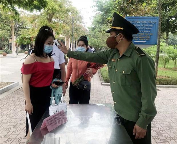4·30和5·1假期期间成千上万名游客前往胡志明主席家乡参观游览 hinh anh 1