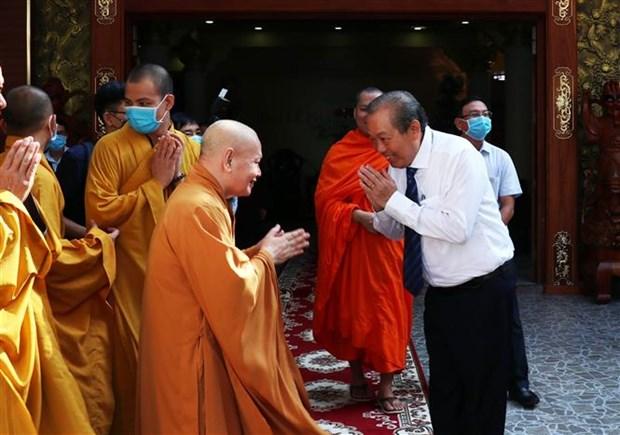 政府副总理张和平前往胡志明市明道寺 祝贺佛历2564年佛诞大典 hinh anh 1