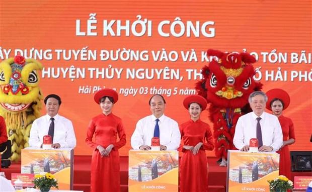 越南政府总理阮春福出席海防市高跪木桩基地保护区项目动工仪式 hinh anh 1