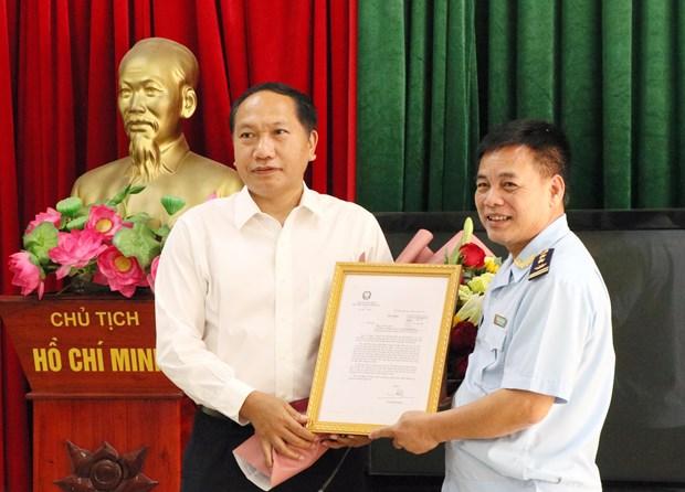 越南第一海队破获一起特大香烟走私案 获政府常务副总理张和平的表扬 hinh anh 1