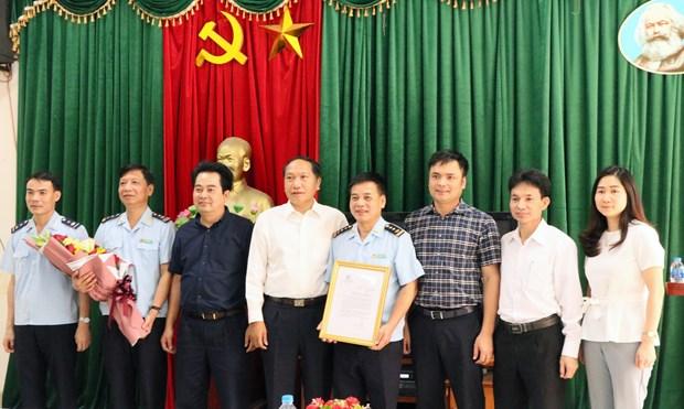 越南第一海队破获一起特大香烟走私案 获政府常务副总理张和平的表扬 hinh anh 2
