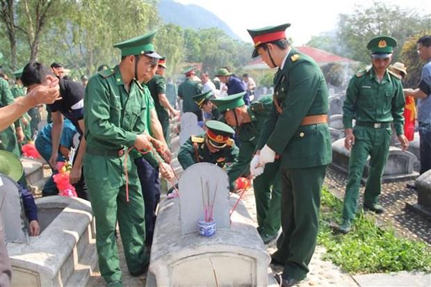 清化省为援老牺牲的越南志愿军和专家烈士举行追悼会和安葬仪式 hinh anh 1