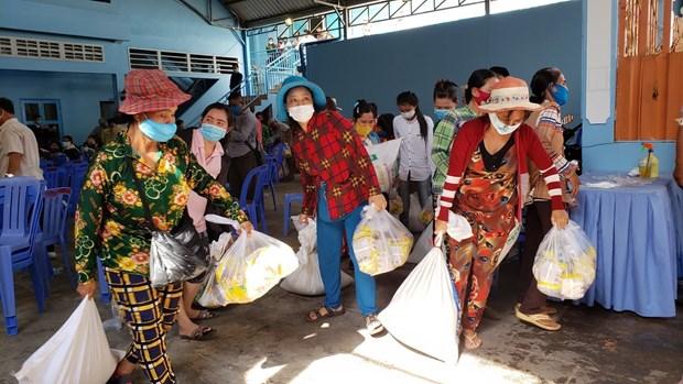 新冠肺炎疫情:3000名越裔柬埔寨人获得援助 hinh anh 2