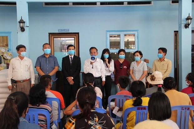 新冠肺炎疫情:3000名越裔柬埔寨人获得援助 hinh anh 1