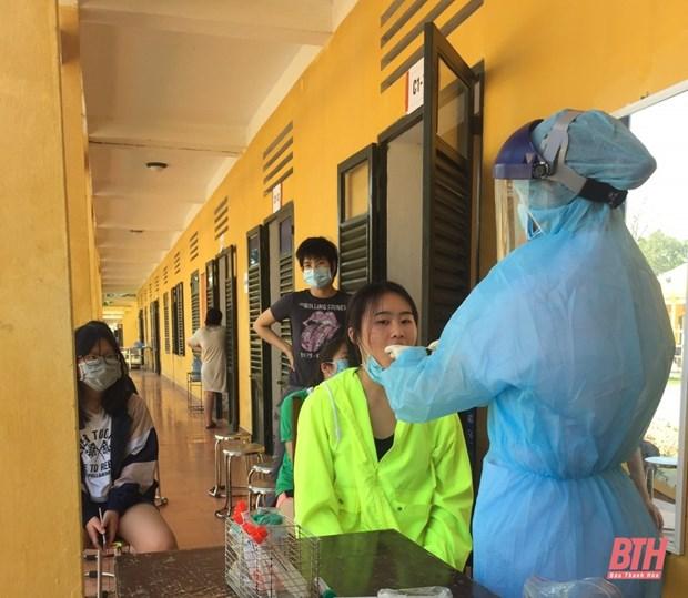 新冠肺炎疫情:接收并对从外国回来的160余名公民进行隔离和取样检测 hinh anh 1