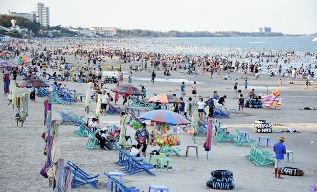 头顿市海滩重新开放 游人数以千计 hinh anh 1