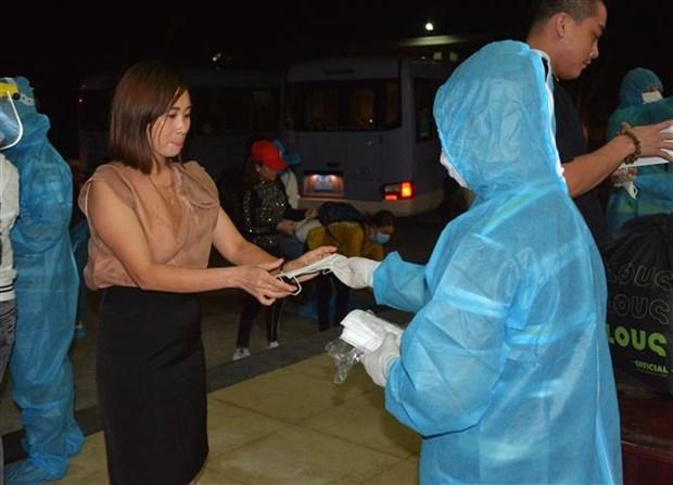 将在马来西亚的越南公民安全运送回国 hinh anh 2