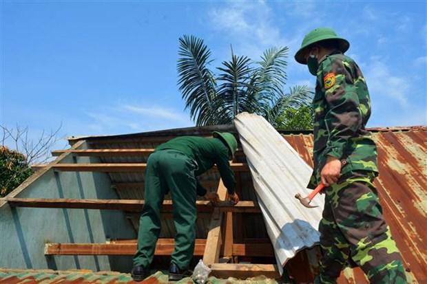 抓紧时间帮助灾民开展灾后恢复重建工作 hinh anh 1