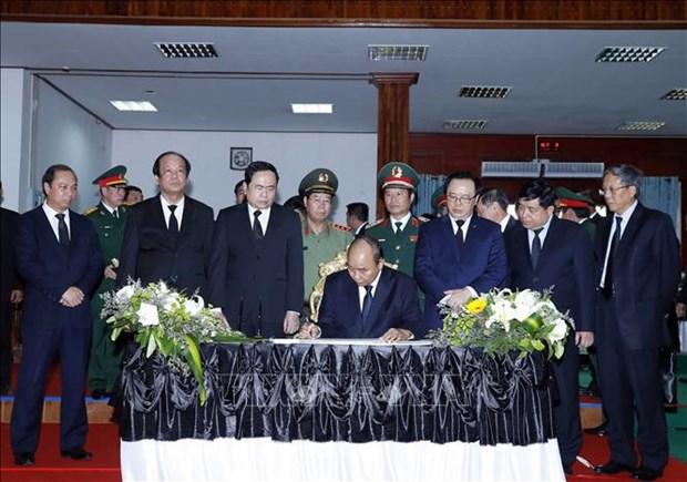 越南政府总理阮春福出席原老挝政府总理西沙瓦·乔本潘大将的国葬仪式 hinh anh 1