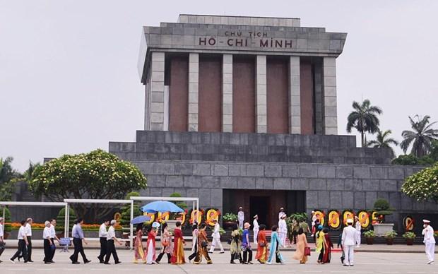 胡志明主席诞辰130周年:越南全国各地举行隆重纪念活动 hinh anh 1