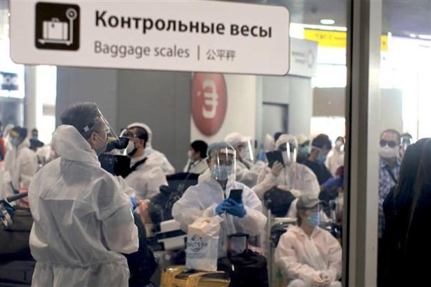 越南将俄罗斯340名越南公民接回国 hinh anh 1