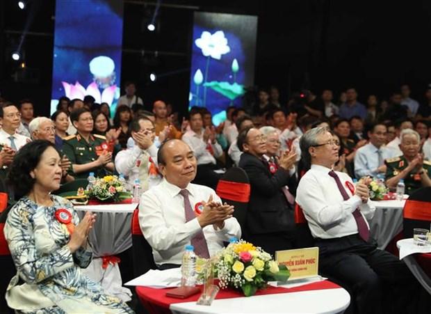 """阮春福总理:学习和践行胡志明道德榜样是将越南建设成为""""与五大洲强国并驾齐驱""""国家切合实际的举措 hinh anh 2"""
