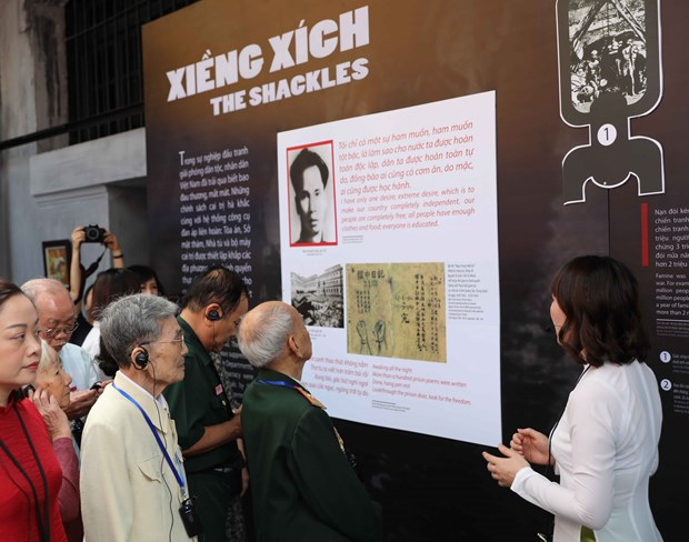 胡志明主席诞辰130周年:越南多地举办关于胡伯伯和革命战士的图片资料展活动 hinh anh 1