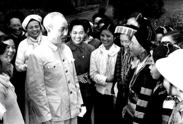 胡志明主席诞辰130周年:培育军队青年在祖国建设与保卫事业中的信心与责任精神 hinh anh 1