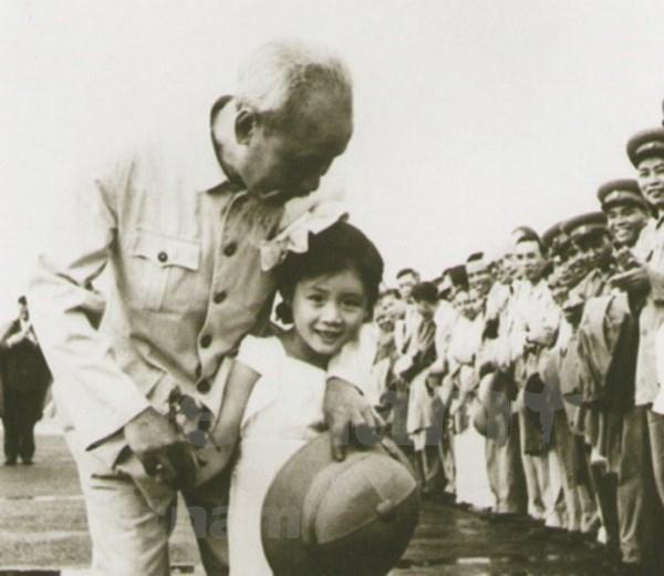 五岁中国小女孩第一次见到胡伯伯的难忘回忆 hinh anh 1