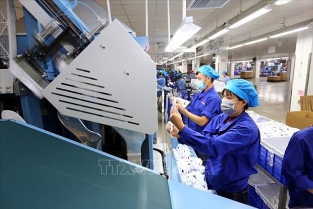 政府总理阮春福:帮助企业战胜挑战 抓住机遇 恢复经济发展 hinh anh 1