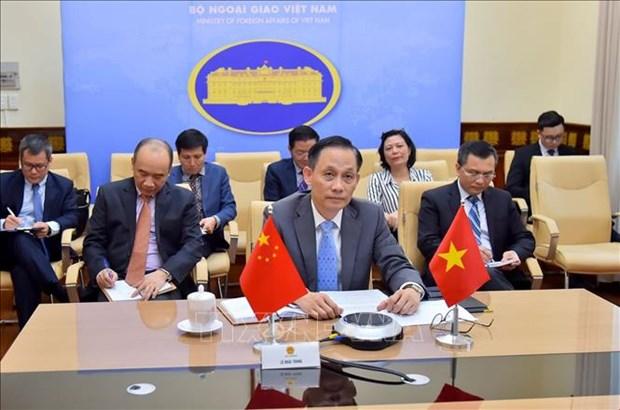 越南副外长黎怀忠与中国副外长罗照辉举行视频会议 hinh anh 1
