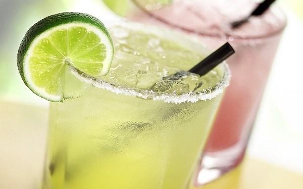 清凉饮品在炎热夏天里深受消费者的欢迎 hinh anh 2