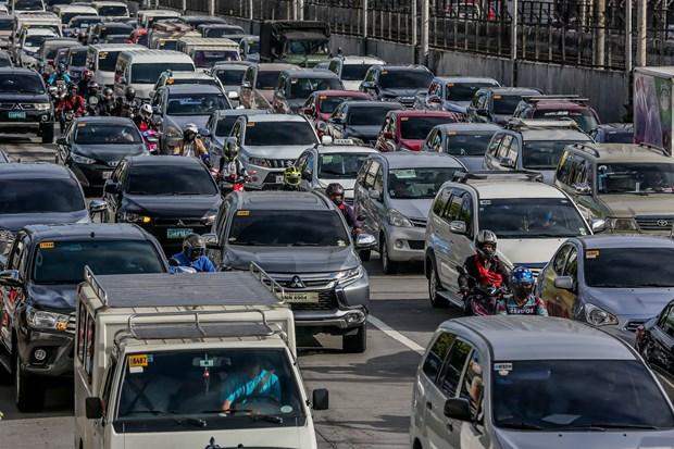 新冠肺炎疫情:菲律宾首都马尼拉数百万人重返工作岗位 hinh anh 1