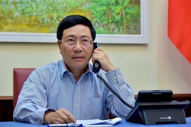 越南政府副总理兼外交部长范平明同日本外交大臣通电话 hinh anh 1