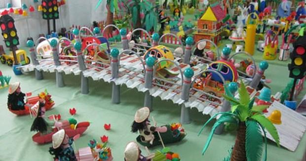 变废物为玩具 鼓励儿童将破旧物品变成创意 hinh anh 1