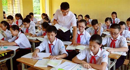 越南各所学校将于7月15日前结束学年学习任务 hinh anh 1
