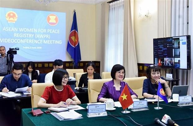2020东盟轮值主席年:交换有关妇女、和平与安全倡议的信息 hinh anh 1