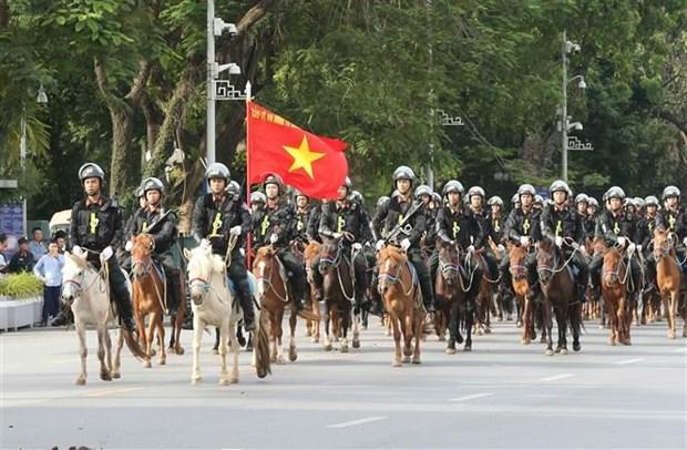 越南国会代表出席骑兵机动警察团亮相游行活动 hinh anh 1