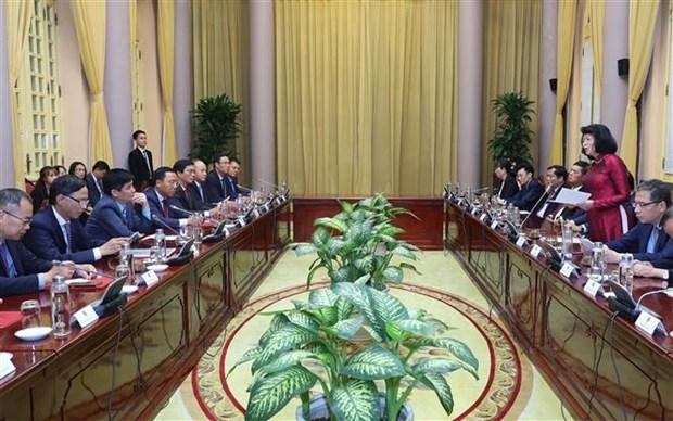 国家副主席邓氏玉盛向12位驻外大使颁发任命书 hinh anh 2