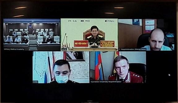 越南与俄罗斯军医合作展开新冠肺炎疫情防控线上交流 hinh anh 1