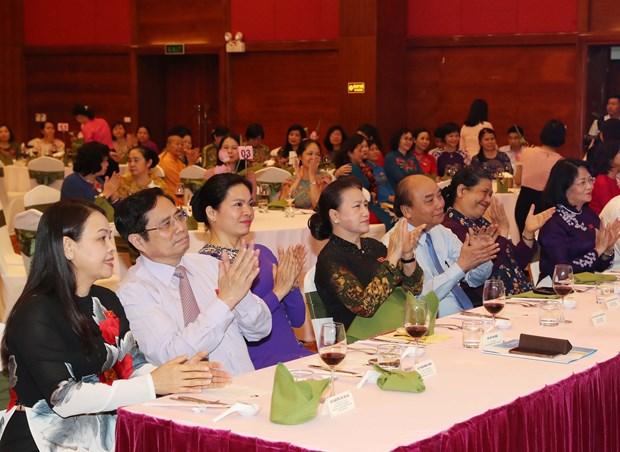 越南政府总理亲切会见国会妇女代表 hinh anh 2