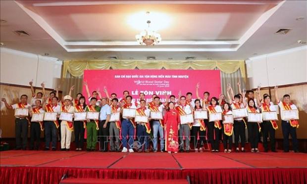 2020年越南全国100名献血积极分子第14次表彰会在河内举行 hinh anh 1