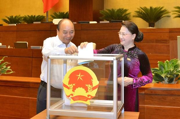 第十三届国会第九次会议通过国家选举委员会副主席和委员名单 hinh anh 1