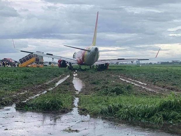 越捷航空飞机降落时滑出跑道 数百个航班受影响 hinh anh 1