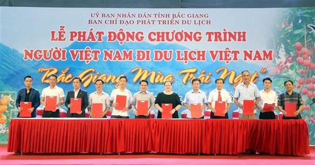 """题为""""瓜果香甜季之北江""""的""""越南人游越南""""活动开幕 hinh anh 1"""