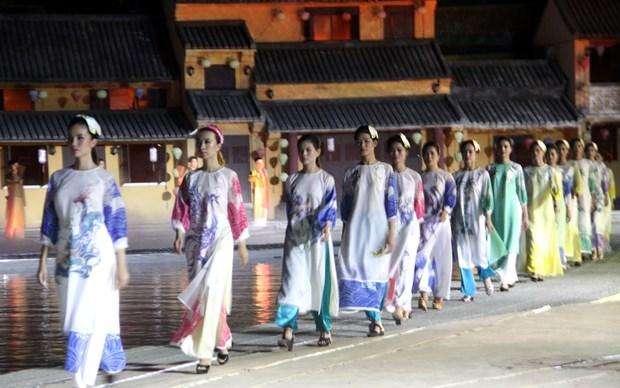 会安奥戴—越南名胜节精彩亮相 生动再现越南人民的生活与特色文化 hinh anh 1