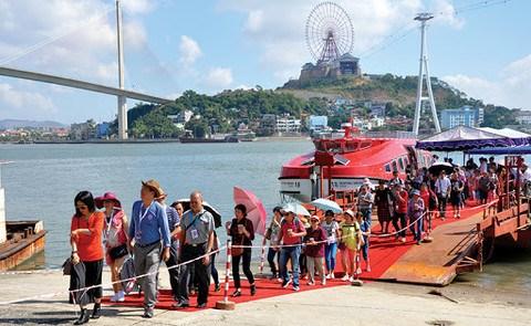 开展旅游刺激政策 广宁省接待游客量超过120万人次 hinh anh 1