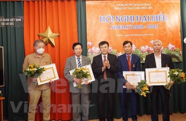 充分发挥捷克越共党员在抗击疫情中的先锋模范作用 hinh anh 1