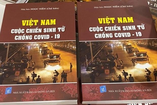 《越南—打击新冠肺炎疫情生死之战》一书重新出版 hinh anh 1