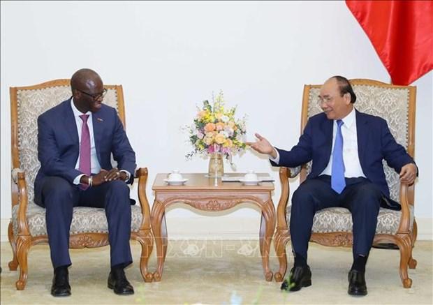 越南政府总理阮春福会见世界银行驻越南首席代表迪奥 hinh anh 1