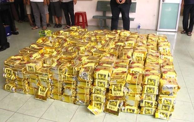 胡志明市人民检察院对非法运输606公斤冰毒的两名外国人进行起诉 hinh anh 2