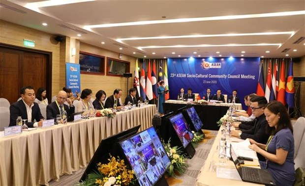 ASEAN 2020: 制定新冠肺炎疫情复苏计划,为劳动人员带来就业机会 hinh anh 1