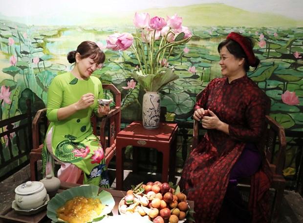 首都河内再现端午节期间的传统习俗 hinh anh 2