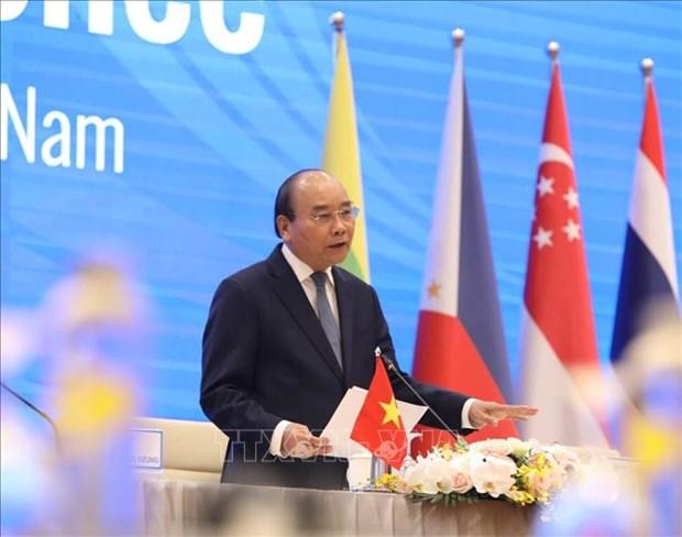 阮春福总理举行国际记者会 通报第36届东盟峰会圆满成功 hinh anh 1