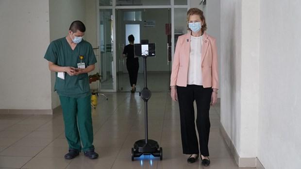 联合国开发计划署向越南赠送机器人 以防护防疫一线医护人员的健康安全 hinh anh 1