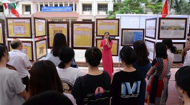 """""""黄沙长沙归属越南:历史证据和法理依据""""地图和资料展在山罗省举行 hinh anh 1"""