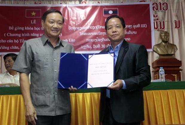 老挝安全部干部和战士的第三届越语高级培训班结业 hinh anh 2