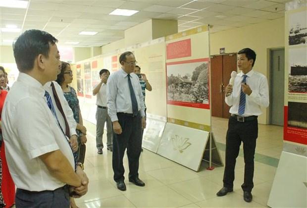 """""""胡志明主席——肖像素描""""专题展会展出200张图片 hinh anh 2"""